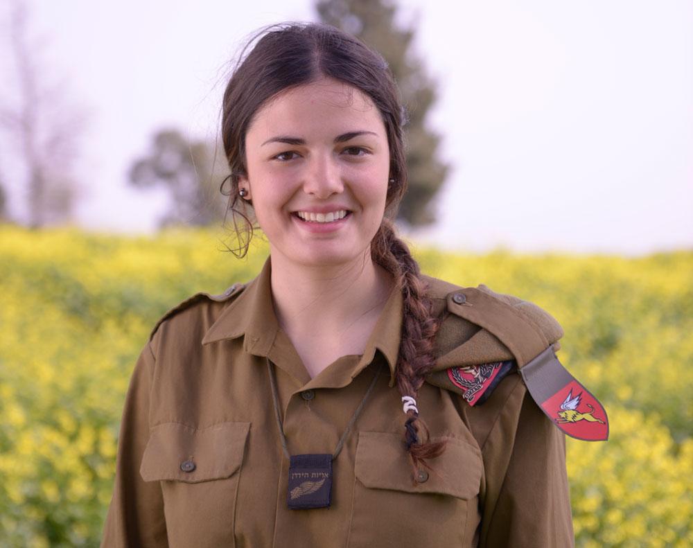 """דבורה דאסה. """"בצרפת שמעתי מדי פעם בדיחות על היהודים ועל השואה, וזה היה קשה, אבל המשכתי בדרך שלי עם הרבה אמונה בעצמי וביהדותי. תמיד ידעתי שאני רוצה לעלות לישראל"""" (באדיבות דובר צהל)"""
