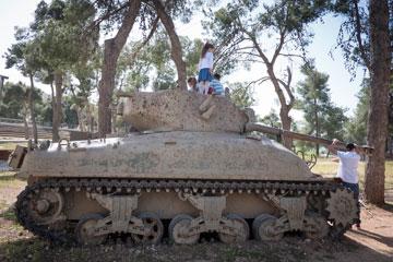 באתר ההנצחה לקרב בגבעת התחמושת (צילום: אוריה תדמור)