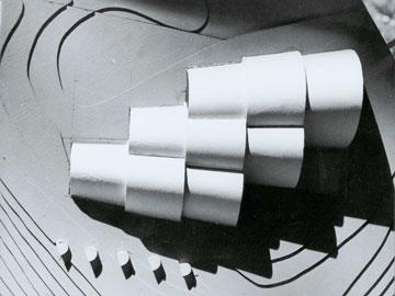דגם אתר ההנצחה. האדריכלים חשבו גם על המבט מלמעלה, אף שהמבקרים אינם רואים אותו במסלולם (אוסף אדריכל גרשון צפור, ארכיון אדריכלות ישראל)