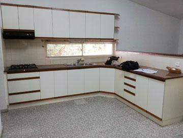 """המטבח """"לפני"""", בסגנון שנות ה-90"""