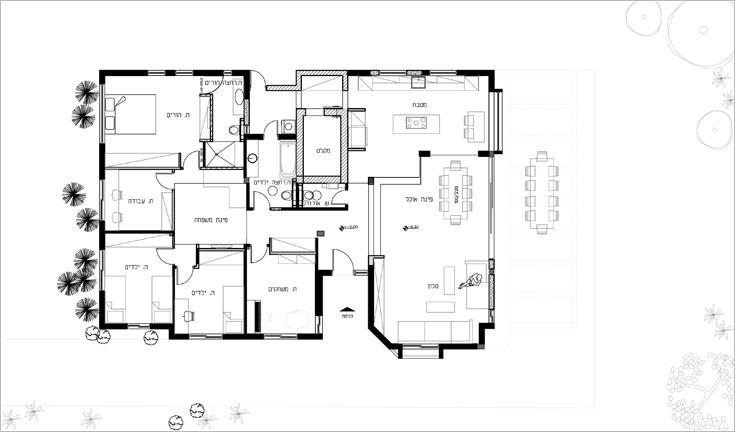 """ו""""אחרי"""". המטבח, פינת האוכל והסלון חולקים מרחב פתוח אחד, חדר ההורים הורחב על חשבון חדר העבודה, והמסדרון הורחב על חשבון חדרי הילדים"""