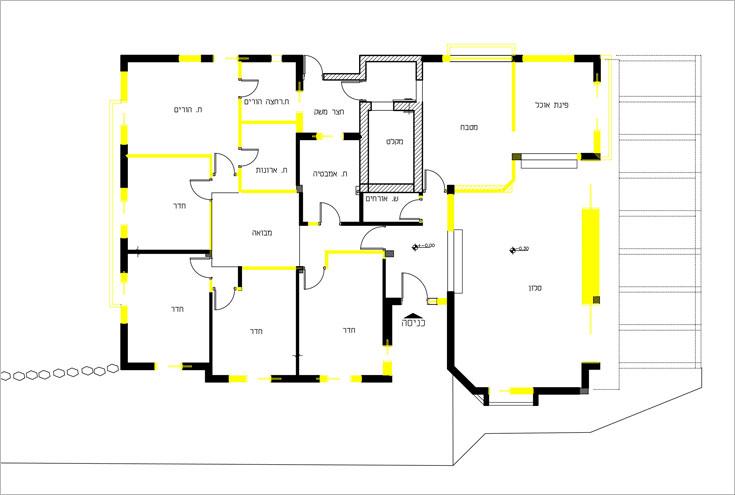 """תוכנית הבית """"לפני"""". כל הקירות הצבועים בצהוב נהרסו בשיפוץ"""