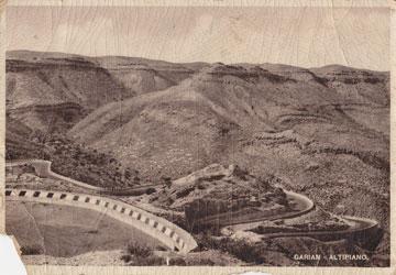גלויה מחבל גריאן בלוב, שממנו הגיעו כל תושבי המושב (צילום מתוך האלבום המשפחתי)