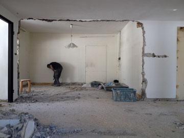 ראשית נהרסו הקירות שחצצו בין החדרים (צילום: רותם גיא)