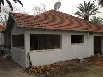 הבית בזמן השיפוץ (צילום: רותם גיא)