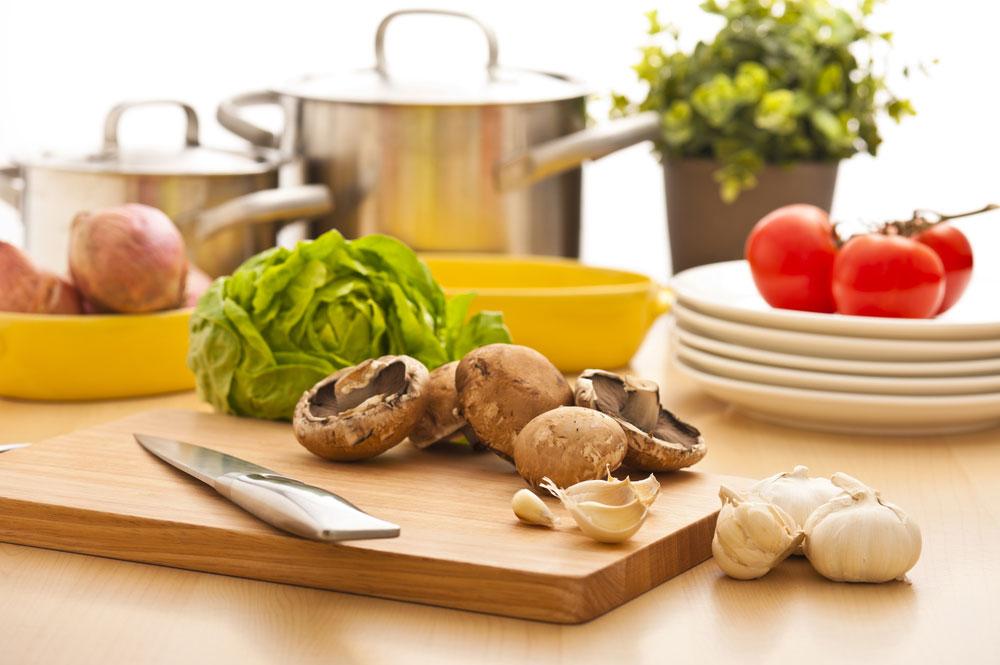 תמיד כדאי להעדיף את ירקות העונה ולא ירקות שיצאו מהמקררים. איך יודעים מה בעונה? סימן ראשון הוא המחיר. ירק עונתי בדרך כלל זול יותר (צילום: shutterstock)