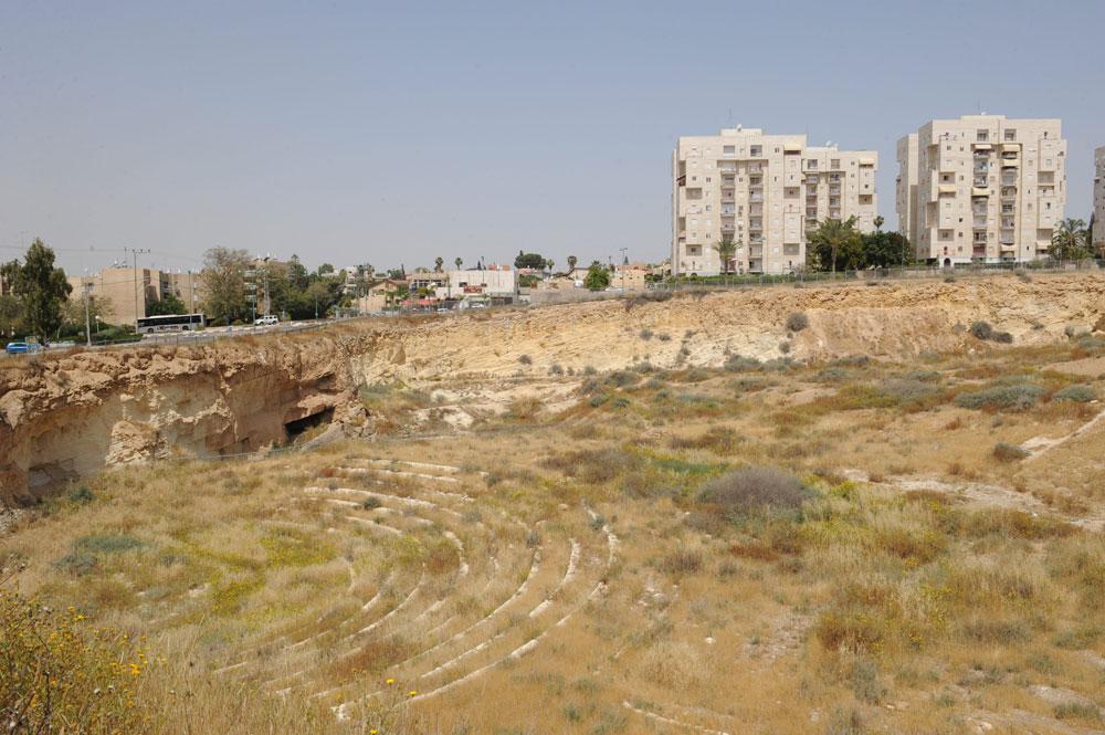 אחת ההליכות המרתקות תהיה בבאר שבע: המכתש בשכונה ד', ששטחו כמו כיכר המדינה בת''א, הוא חור שחור שמעטים יודעים מה קורה בו (צילום: ישראל יוסף)