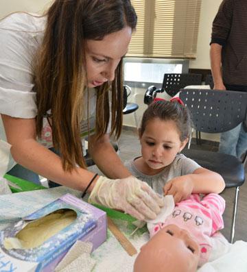 החוויה מאפשרת שיח מלמד ומעשיר על רפואה מונעת ומודעות לבטיחות (צילום: דרור מילר)