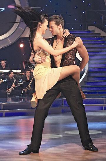 """ספורטאי בנשמה. עם אנה ארונוב ב""""רוקדים עם כוכבים"""" (צילום: יוני המנחם)"""