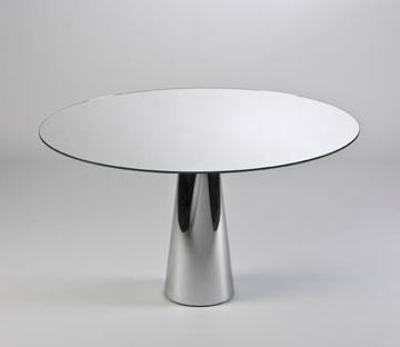שקוף עם אשליה אופטית: שולחן Oui של לאביאני, Kartell