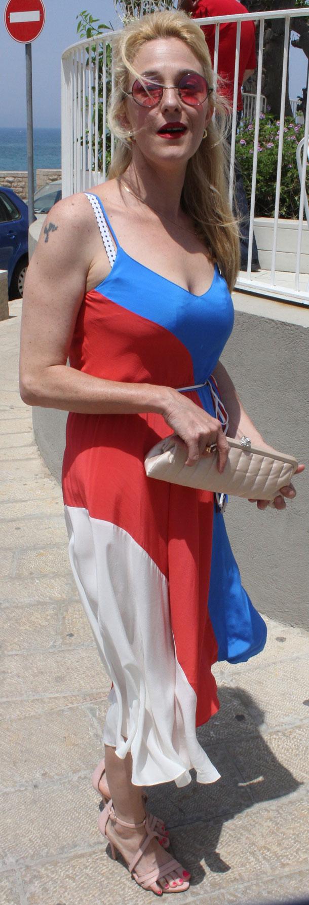 ליצנית? מיה דגן הגיעה בשמלה צבעונית משהו (צילום: ניר פקין)