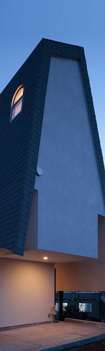 גג שלא ניתן להתעלם ממנו. הבית בטוקיו (צילום: Koichi Torimura)