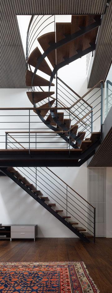 תלוי באוויר. גרם המדרגות (צילום: Daici Ano)