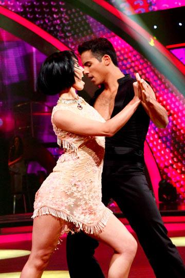 אסף הרץ ומאשה ב''רוקדים עם כוכבים''. מוכרים את האשליה על רחבת הריקודים (צילום: טל גבעוני)