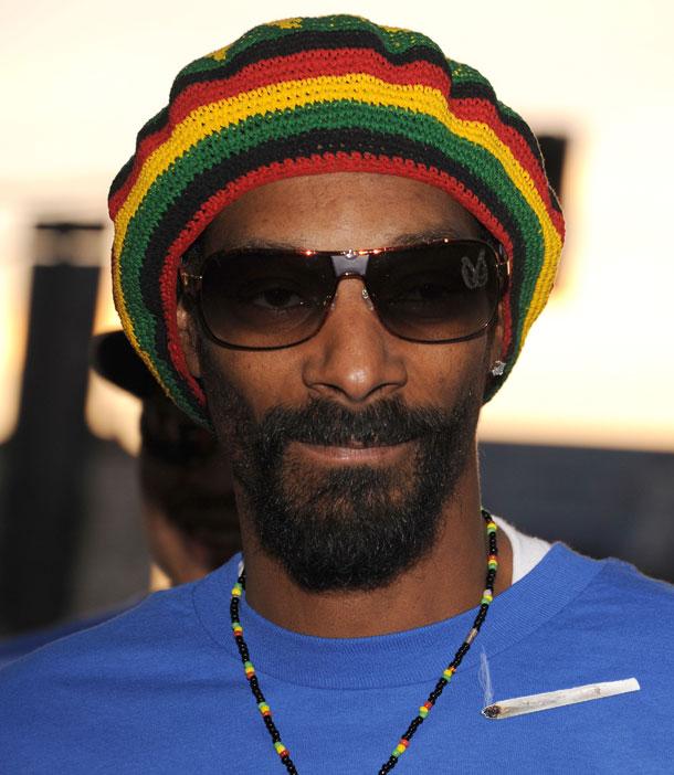 מה, זה נראה לכם פרצוף של בחור שאוהב לעשן מריחואנה? סנופ דוג (צילום: gettyimages)