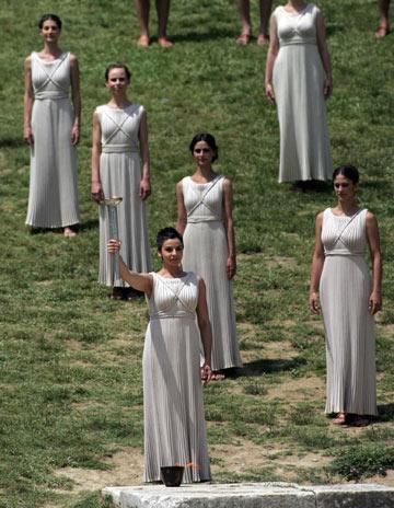 הדלקת הלפיד האולימפי ביוון. הזדמנות להפגין חוש אופנתי (צילום: gettyimages)