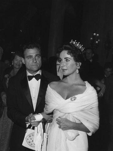 אליזבת טיילור ומייק טוד. לכל מלכה יש כתר (צילום: gettyimages)