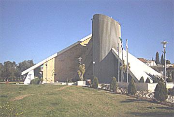 ''יד לבנים'' במגדל העמק. בצומת הראשי ביישוב (צילום: שמוליק עופר)