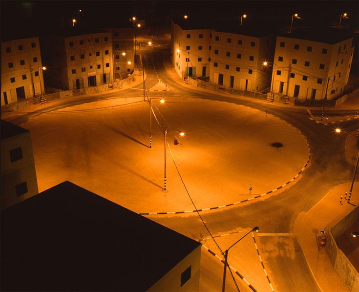 לילה בעיר זרה. הרחובות של דטרויט מוארים, אך אין נפש חיה (צילום: אמיר יציב)