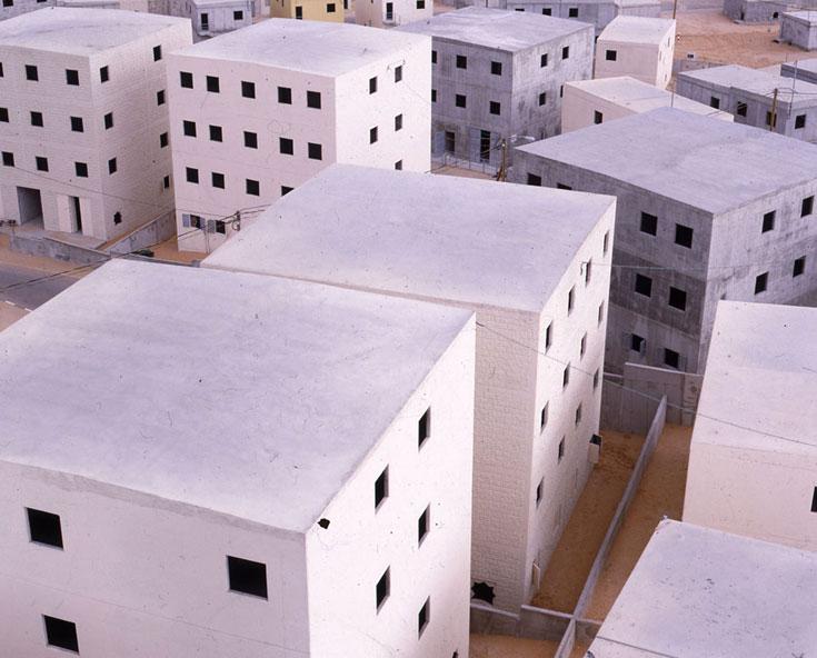 זה לא מודל, אלה בתים אמיתיים בעיר האימונים דטרויט, אי-שם בארץ (צילום: אמיר יציב)