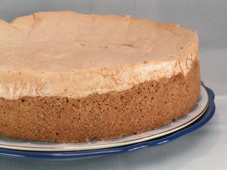 עוגת גבינה עם תחתית פריכה וציפוי מרנג זהוב (צילום: אסנת לסטר               )