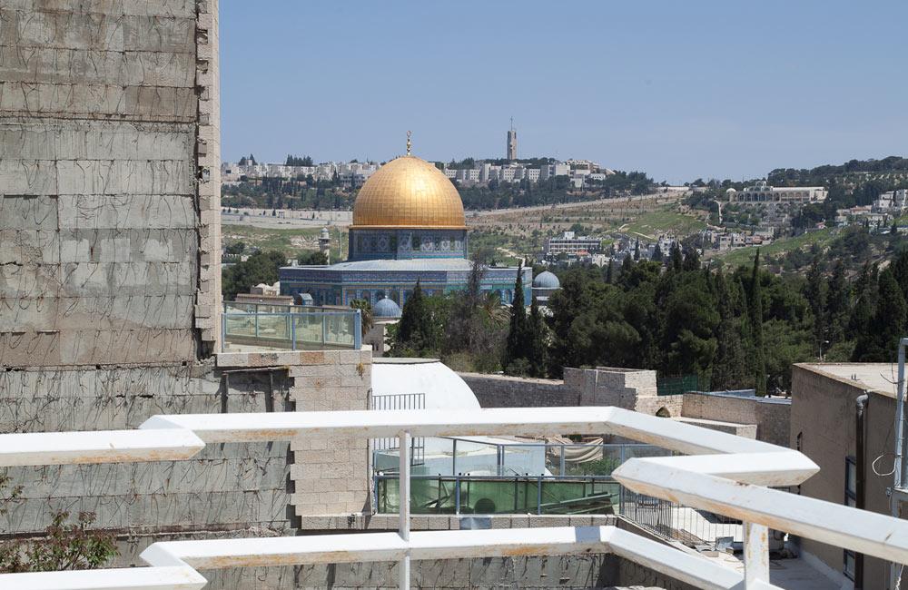 ושוב, הנוף המפורסם שנשקף מביתה של משפחת זיבנברג. קשה להאמין, אך ברובע היהודי התגוררו חילונים רבים ובהם אמנים, יוצרים ופוליטיקאים בכירים (צילום: טל נסים)