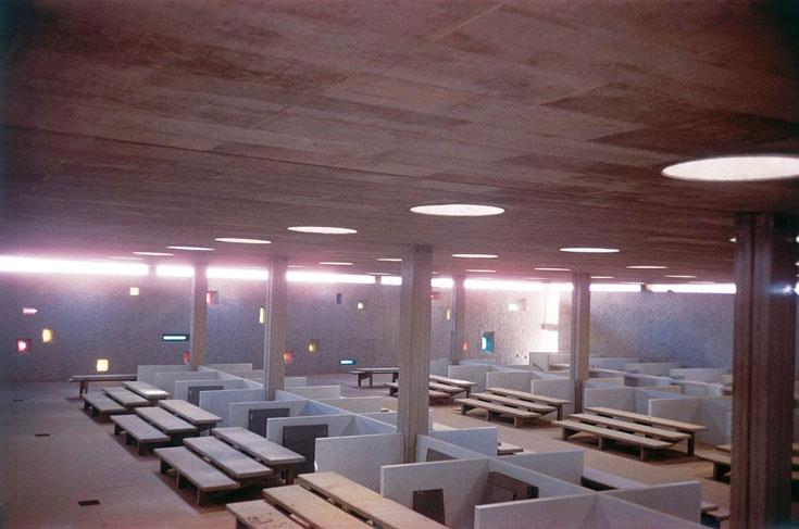 תמונה נוספת של השוק שלא נפתח בבאר שבע. בהשראה די ברורה של האדריכל השוויצי לה קורבוזייה (מתוך הספר: שרון רוטברד / אברהם יסקי, אדריכלות קונקרטית)
