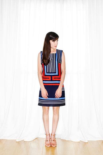 גרטי בשמלה של קאלה מארונה הפרטי. ''השמלה מזכירה לי דפדוף במגזינים ישנים משנות ה-60 וה-70'' (צילום: ענבל מרמרי)