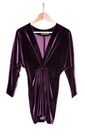 שמלת מיני סגולה מקטיפה של לולו ליאם לבנות. ''רק לאירועים אינטימיים'' (צילום: ענבל מרמרי)