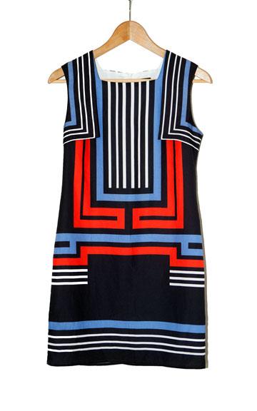 שמלה בהדפס גיאומטרי של קאלה. ''אני תמיד מוצאת בצילומים פריטים שאני אוהבת'' (צילום: ענבל מרמרי)