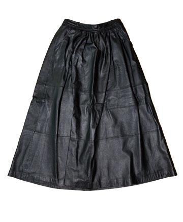 חצאית מקסי שחורה מעור של קסטרו. ''אני מאוד אוהבת פריטי לבוש מעור'' (צילום: ענבל מרמרי)