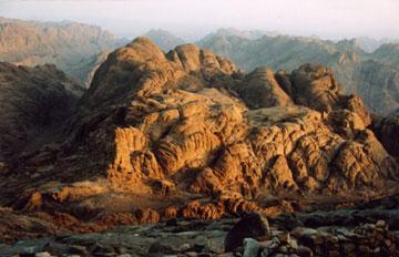 הר סיני, לטבע מרקם משלו, ופסגות ההרים הם נקודות מקודשות במרקם זה  (צילום: Dreamstime)
