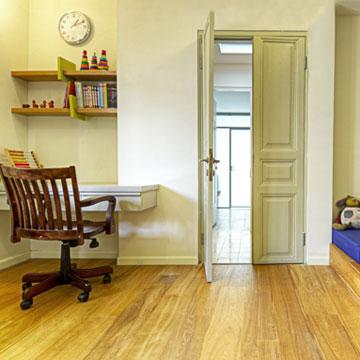 פינת העבודה בחדר הילדים (צילום: הילה גיא)