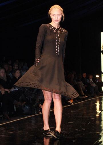 דפנה דה גרוט בתצוגת האופנה של טובה'לה בשבוע האופנה שנערך בתל אביב בשנה שעברה. המעצבת תשתתף בגינדי תל אביב Fashion Week (צילום: עמי סיאנו)
