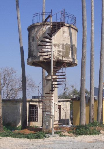 """מגדל מים, חוות אטינגון לשעבר, סגולה, פ""""ת  (צילום: שרון רז)"""