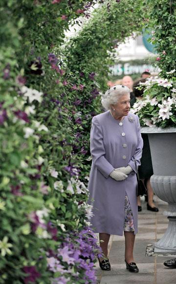 המלכה אליזבת השנייה. לא משנה את סגנון הלבוש (צילום: gettyimages)