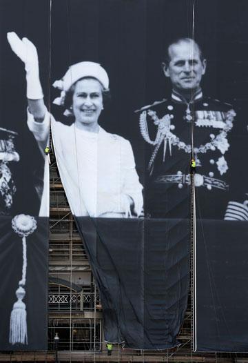 אנגליה חוגגת. תמונה של המלכה אליזבת השנייה בצעירותה (צילום: gettyimages)