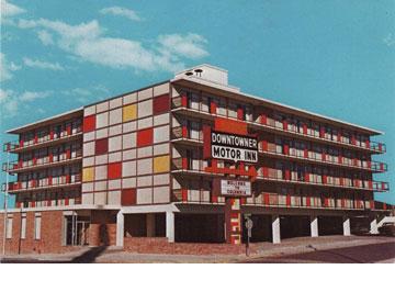 ''אורחים נכבדים''. גם הוא בפסטיבל (צילום: Downtowner Hotel)