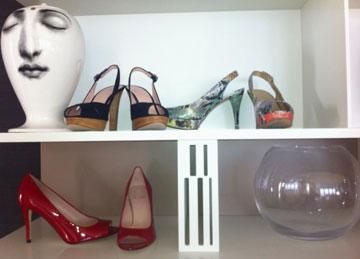 מהארון של יעל גל: שלושה זוגות נעליים של המותג סטיוארט ויצמן, כ-600 דולר לזוג