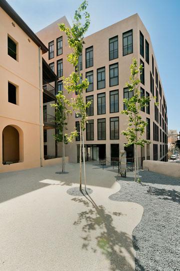''מתחם קרן'', שאותו תכננו האדריכלים גידי בר אוריין ומורן פלמוני. אמנון בר אור הופקד על עבודות השימור ואת אדריכלות הנוף עשתה ליטל סמוק פביאן (צילום: עמרי אמסלם)