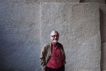 האדריכל בוגוד ברובע היהודי בשבוע שעבר. המשיך להתמחות בערים עתיקות (צילום: אביעד בר נס)