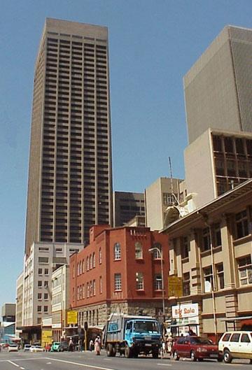 יאבד את תואר המגדל הגבוה באפריקה. מרכז קרלטון ביוהנסבורג (צילום: cc,PZFUN)