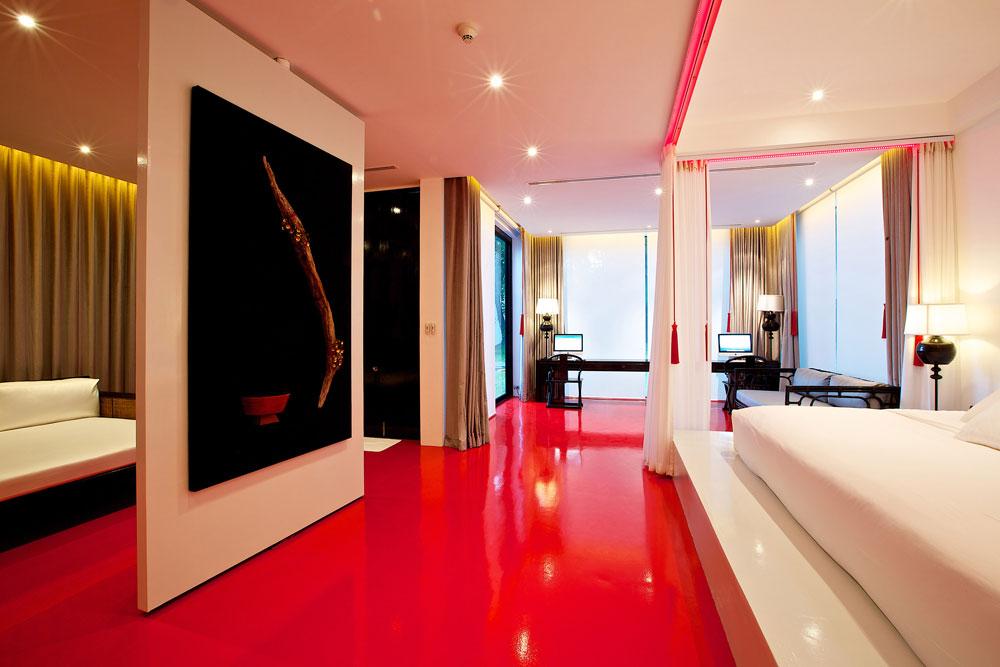 המעצבת המקומית טיראוואן סונגסאוואט עיצבה את הסוויטות צמודות הקרקע, כך ששליש מהן מוקדש לחדר השינה, שליש לרחצה ושליש לחדר מנוחה פתוח עם פרטיות חלקית