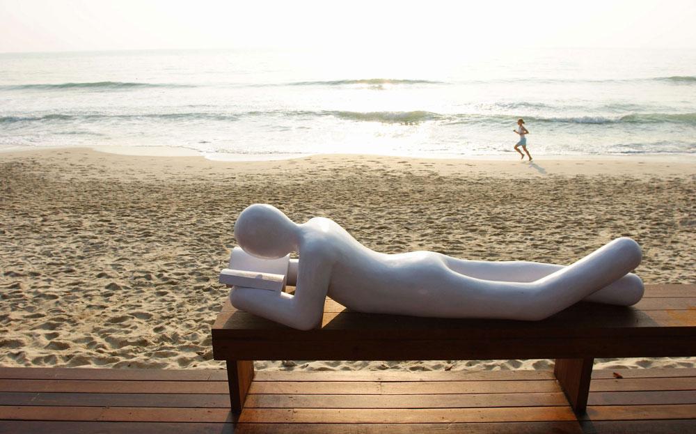 לתפוס ראש על החוף, עם ספר או בלעדיו. The library, צ'אוונג