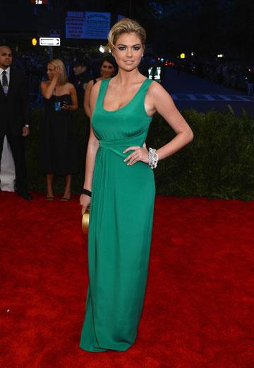 קייט אפטון. שמלה ירוקה ורגועה, שלא לומר משעממת (צילום: gettyimages)