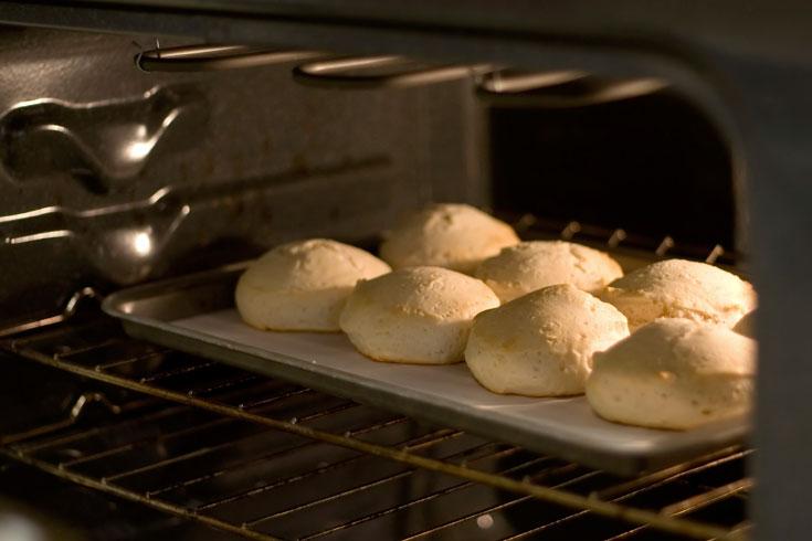 אם פותחים את התנור בזמן האפייה, חשוב להפסיק את הטורבו (צילום: thinkstock)