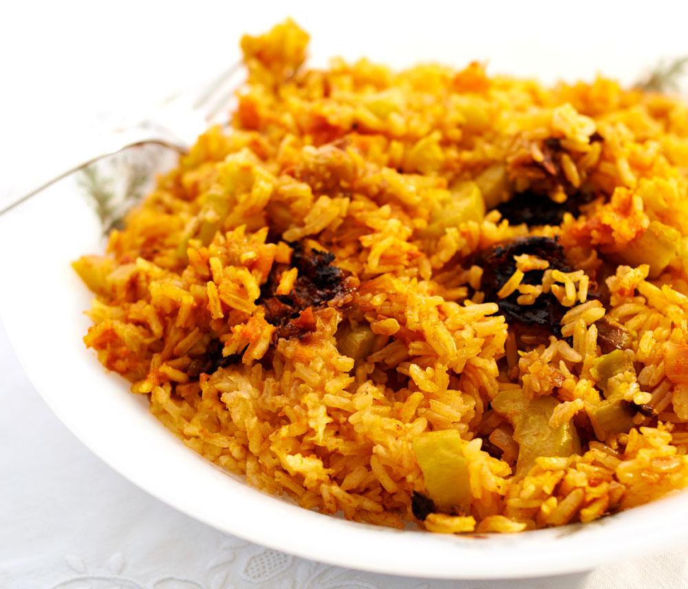 אורז אדום עם קישואים (קְרְעִיי בּדִהִן) (צילום: מוטי פישביין)