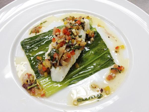 שילוב נכון של טעמים, מרקמים וטקסטורות. דג מאודה על מצע בוקצ'וי (צילום: מרב סריג)