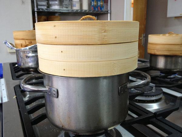 הוויטמינים והמינרלים נשארים בתוך האוכל. בישול באידוי (צילום: מרב סריג)