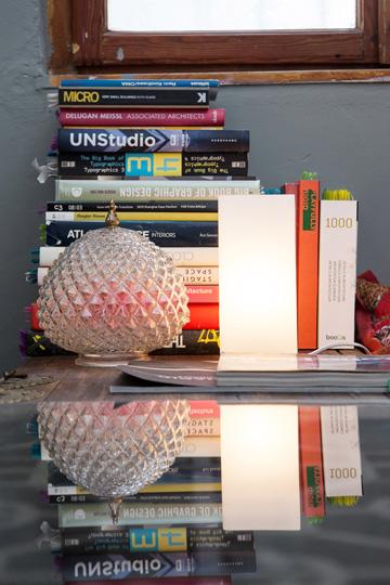 מנורות קטנות יוצרות אווירה (צילום:טל ניסים)